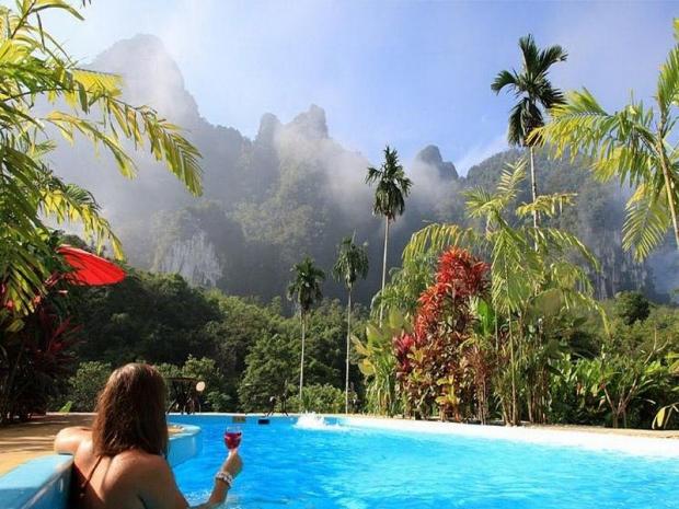 Zwembad van Elephant Hills