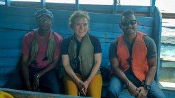 Mieke op lokale boot in Noord-Sri Lanka