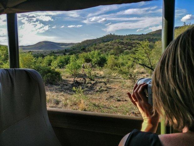 Esther fotografeert het prachtige 'lion king-landschap' van Pilanesberg