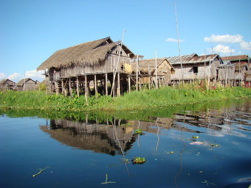 inle lake Inle lake, natural and unpolluted, is famous for its scenic beauty and the unique leg-rowing of the inthas, the native lake dwellers this vast lake is located in the heart of shan state which shares borders with thai & laos.