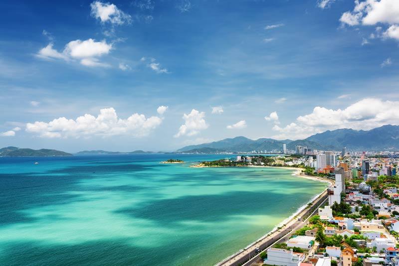 Vietnam - uitzicht op Nha Trang en Nha Trang Bay op achtergrond de Khanh Hao provincie
