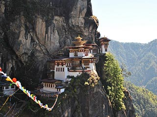Paro - Tigers Nest in Bhutan - foto: Marloes Wijnhoff