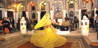 India - entertainment Mandawa Haveli in Mandawa - foto: archief