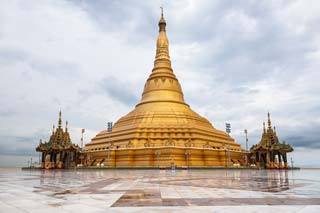 Myanmar - Grote goude pagoda, Uppatasanti Naypyidaw - foto: Archief