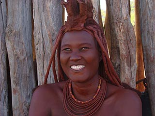 Himba vrouw - foto: Berry ter Horst