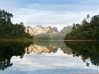 meer in Khao Sok National Park - foto: Elephant Hills