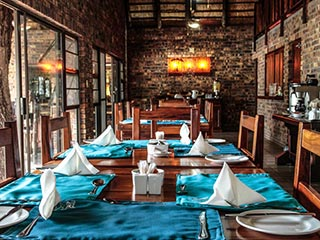Zuid-Afrika - Main lodge, dining area - foto: Gomo Gomo Game Lodge